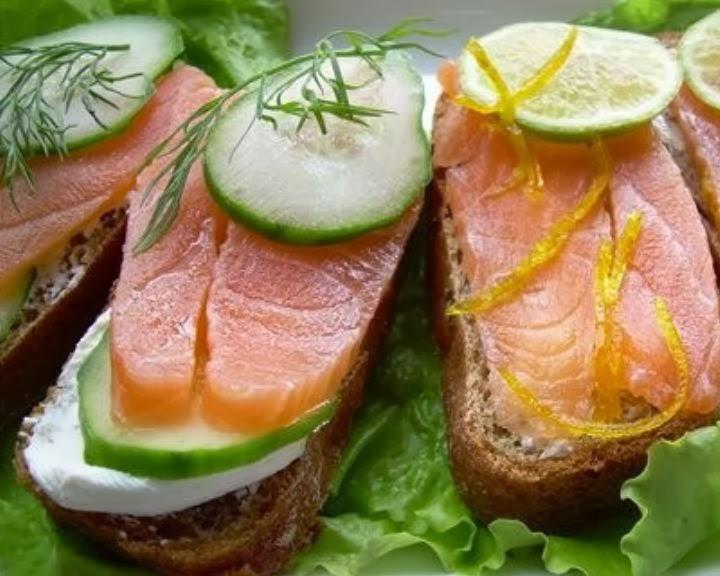 brusketty-s-krasnoj-ryboj