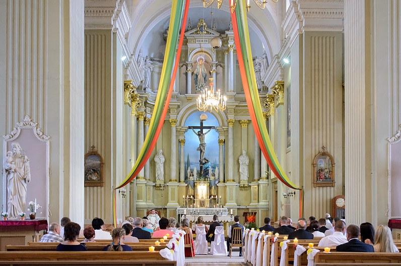 santuokos ceremonija oniškio Švč. Mergelės Marijos Ėmimo į dangų bažnyčioje
