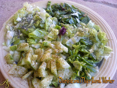 Ensalada de lechuga, pepino y albahaca