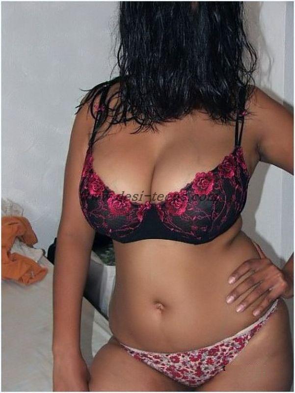 Hot Desi girl Posing Naked indianudesi.com
