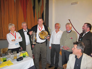 Lliurament del trofeu al primer classfica de la Coupe Geiger.
