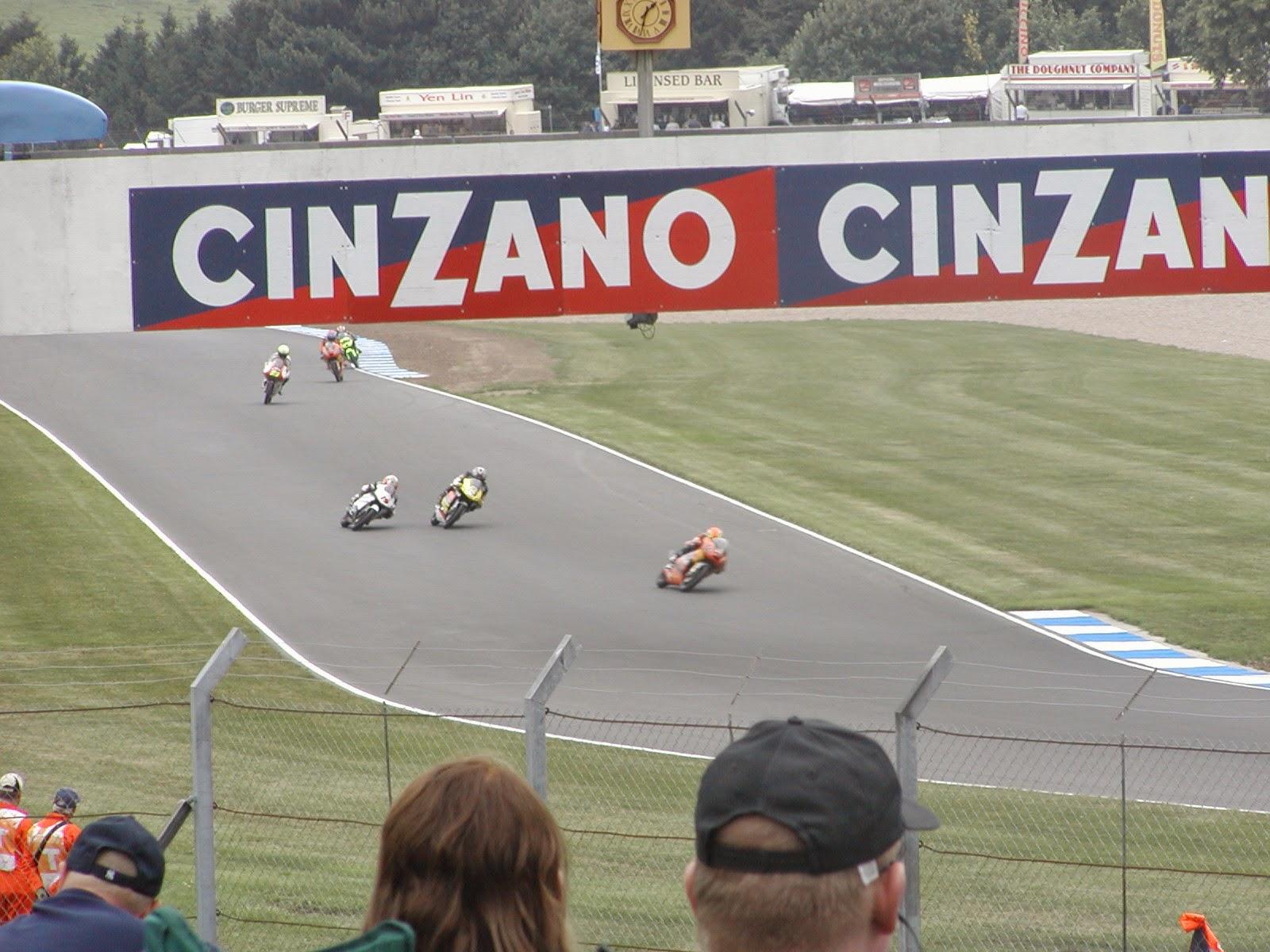 carrera de 125cc en el circuito de Donington Park