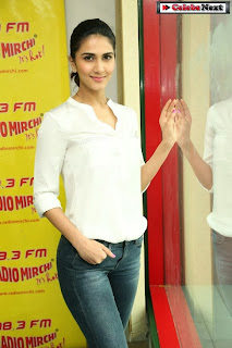 Actress Vaani Kapoor Pictures in Jeans at 98.3 Radio Mirchi with Aaha Kalyanam Movie Team  0065.jpg