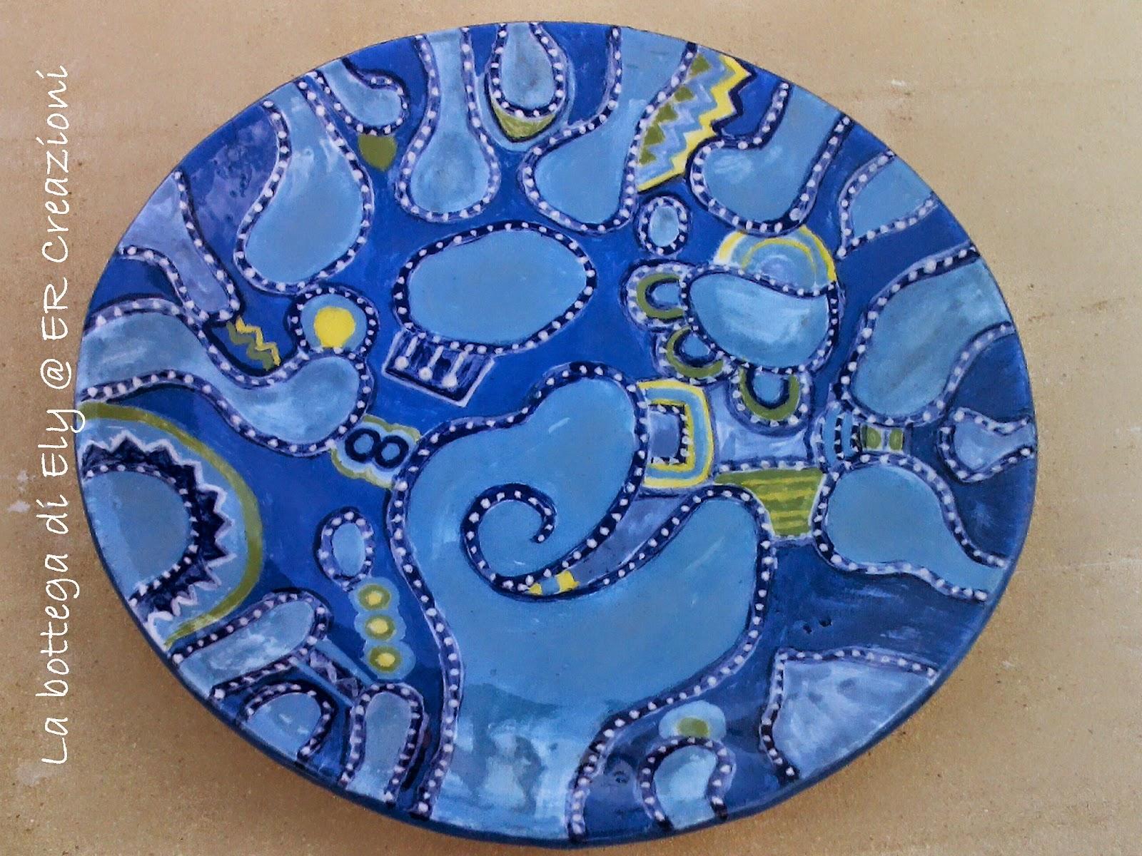 piatto in ceramica fatto a mano tondo colore celeste