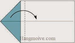 Bước 2: Gấp cạnh giấy sang phải.