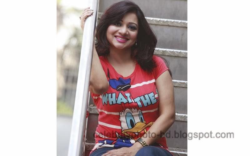 Singer+Akhi+Alamgir+Hot+Photos002