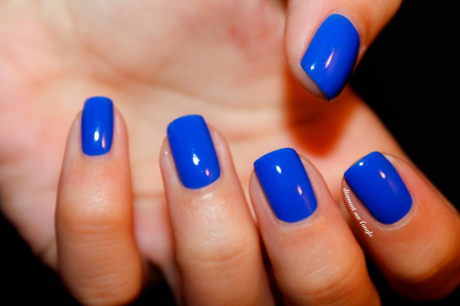 Populaire diamant sur l'ongle: ⚓ Les couleurs de l'été : Le Bleu Électrique CB06