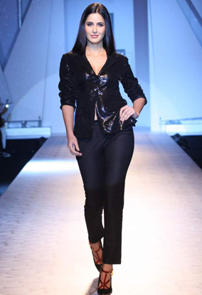 Katrina Kaif  - Katrina Kaif at Van Heusen India Men&#39;s Week Grand Finale
