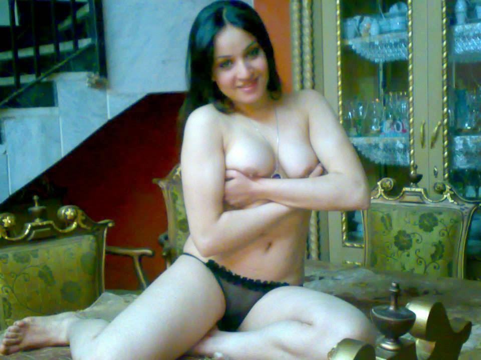 صور سكس شرموطة مصرية جسم ملبن فاخر تعرض كسها وطيزها