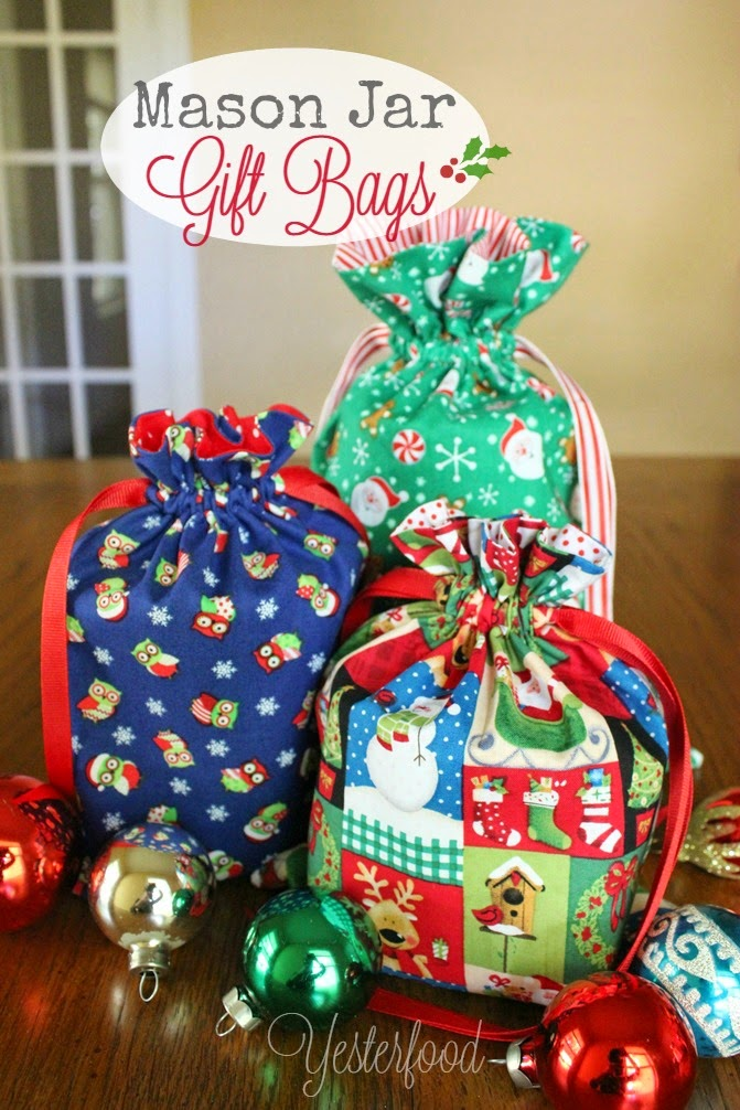 do you like to give gifts in mason jars there are so many ideas for what to put inside candy jams cookie mixes candles even sewing kits