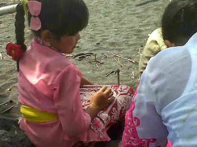 Melasti Di Pantai Tegal Besar Banjarangkan Klungkung