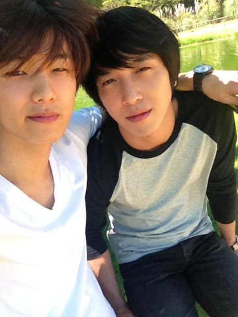 Yonghwa dan Minhyuk CN Blue Selca Tanpa Make-Up