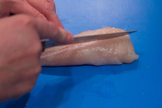 cortar a ambos lados de la espina