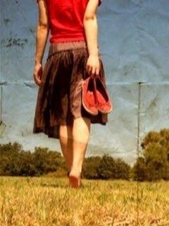 7 Sikap Wanita Dengan Melihat Cara Berjalan