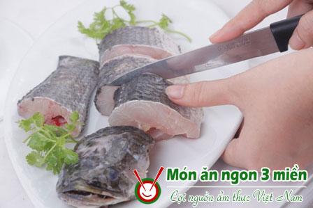 ca loc kho nghe Ngon cơm với cá lóc kho nghệ