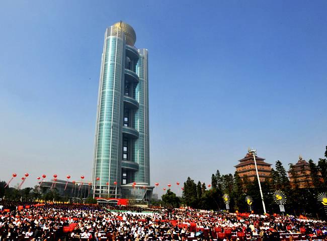 http://2.bp.blogspot.com/-vZQC_N3HXN0/TpU06hwZ-UI/AAAAAAAADwE/FRlRn3K_QvI/s1600/CHINA+NEW+SKYSCRAPER+4.jpg