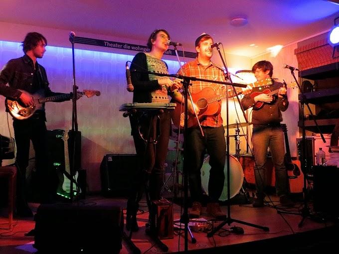 Neulich am Nikolausabend: Jordan Klassen, Paula & Karol und Max Paul Maria in der Kölner Wohngemeinschaft