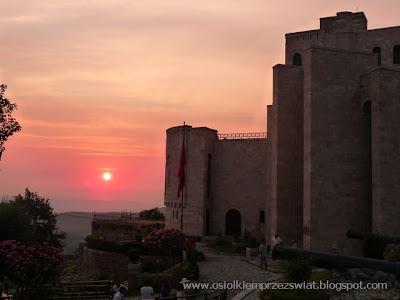 http://osiolkiemprzezswiat.blogspot.com/2012/01/bakany-osiokiem-albania-dzien-1.html
