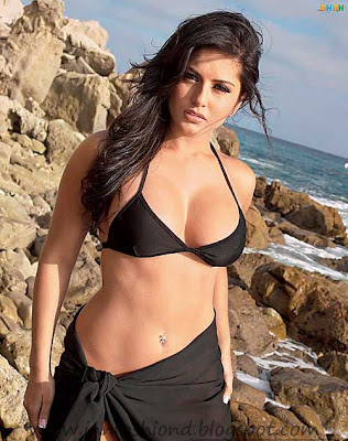 Model Sunny Leone