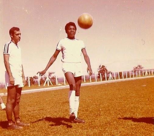 Barbosa, no tempo de atacante do time da Gráfica do Senado, nos anos 70. 'Jogava na frente, caíndo