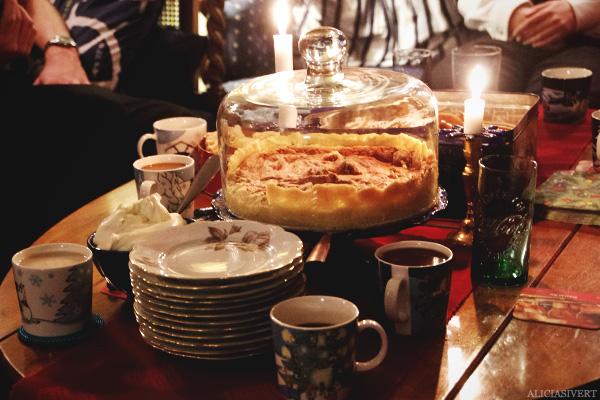 aliciasivert, alicia sivertsson, christmas, jul, julafton, saffransbröd, lussebullar, cherry cake, körsbärskaka, kaffe, coffee, muminmuggar
