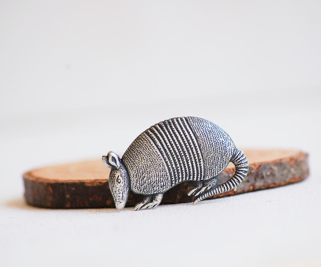 https://www.etsy.com/listing/237138418/armadillo-tie-pin-silver-armadillo-lapel?ref=shop_home_active_5&ga_search_query=tie%2Bpin