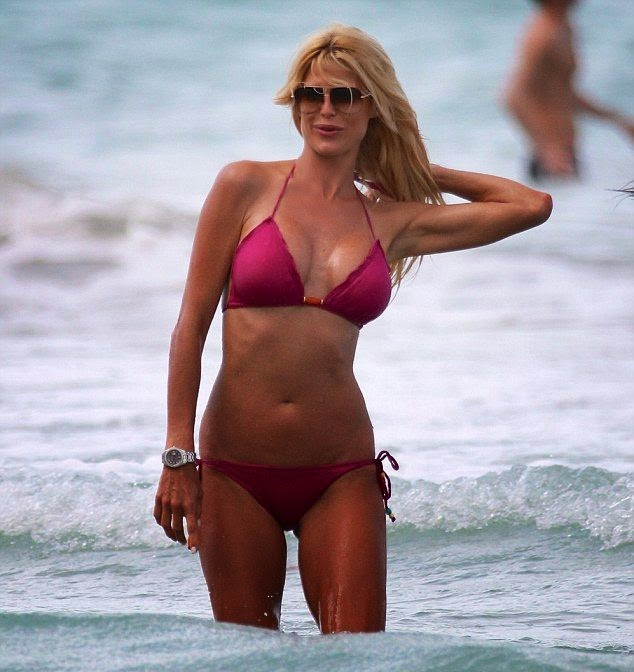 Victoria Silvstedt wears a Red Bikini at Miami on Friday,‭ ‬April‭ ‬18,‭ ‬2014‭
