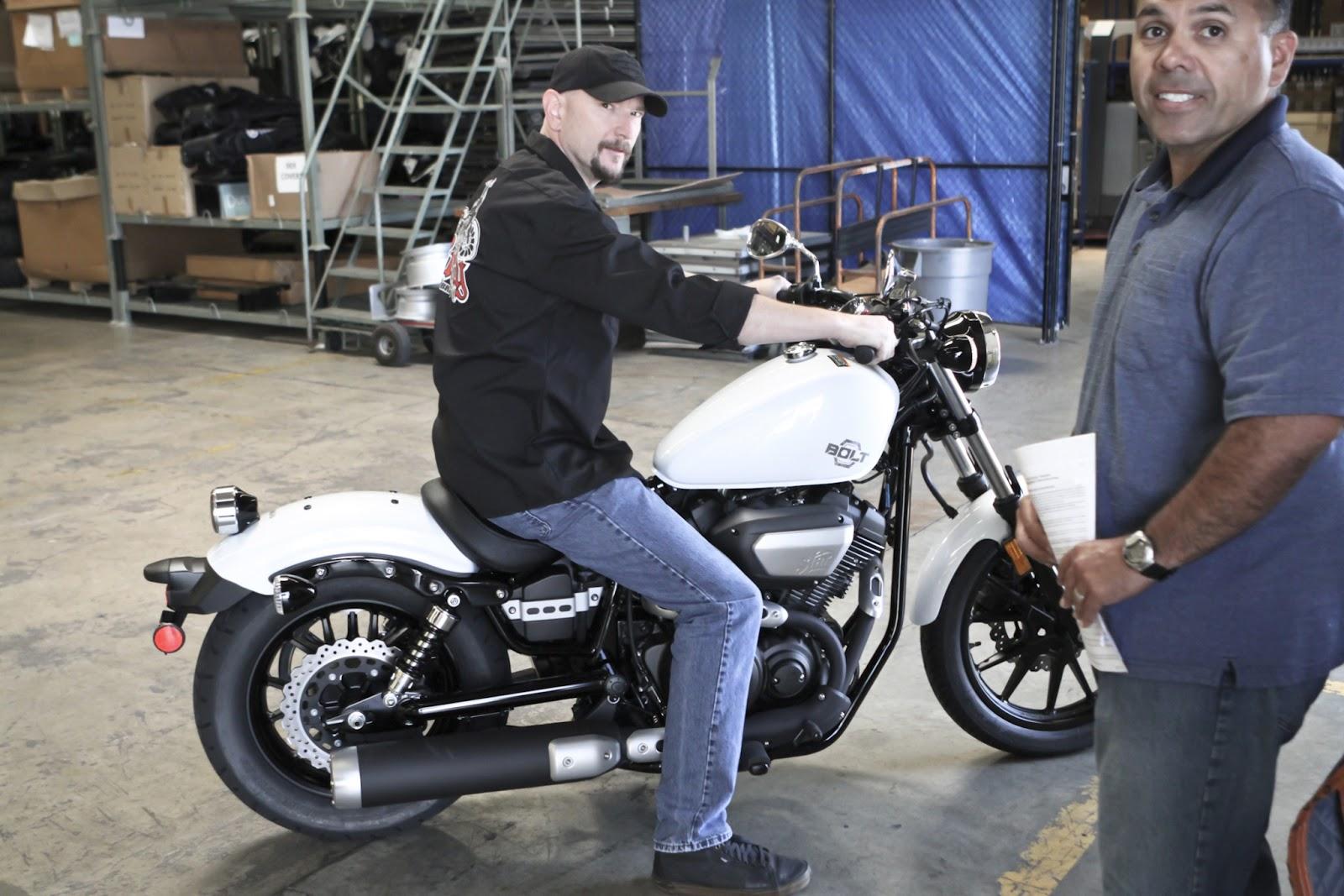 Motores y carrocerias imagenes fotografias motos y dem s for Yamaha bolt ape hangers
