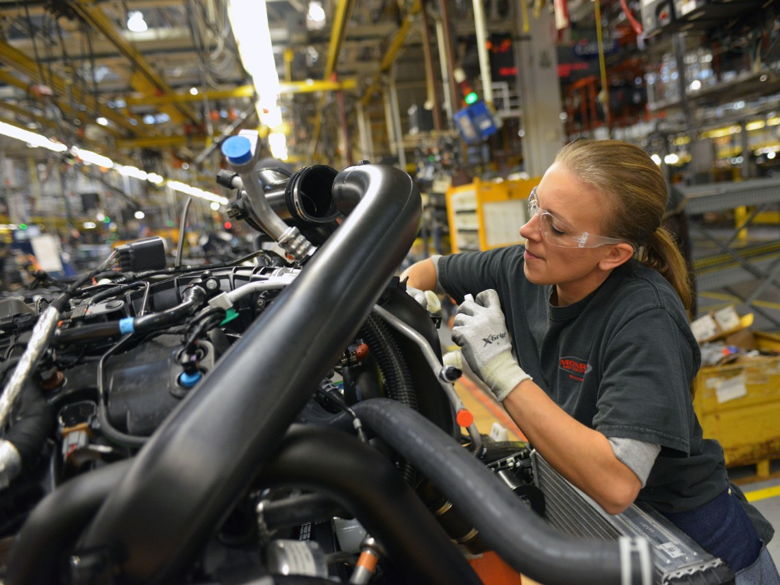 Ford Adds 1,550 Jobs to Meet High Demand of 2015 F-150