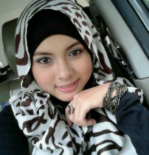 Lorem Ipsum Wanita Berjilbab Selfie