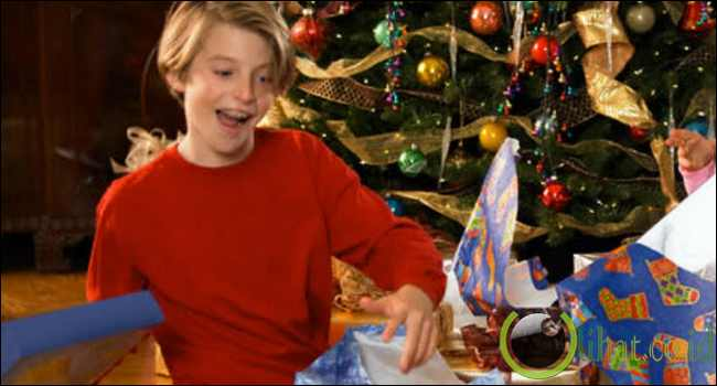 Buka Kado Natal Terlalu Cepat