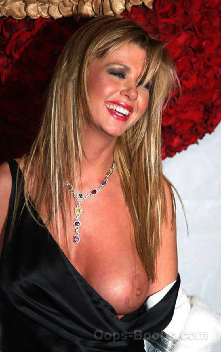 tara reid boobs