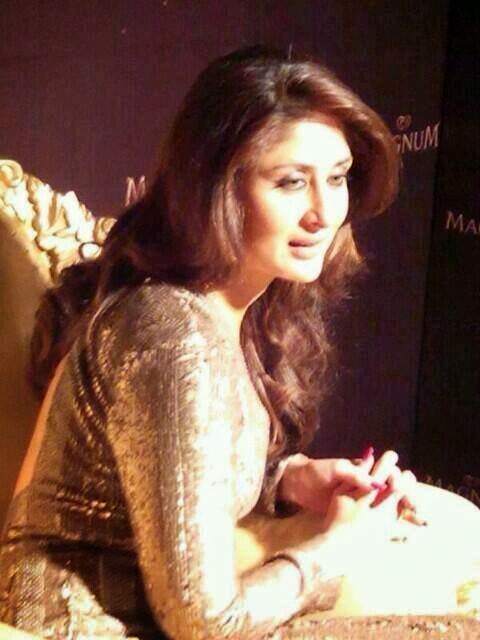 http://2.bp.blogspot.com/-v_XK4xvYi8w/Uv_naEiP9AI/AAAAAAAAk9U/SWbxpPoFxfs/s1600/Kareena+Kapoor+at+Magnum+Ice+Cream+Launch.jpg