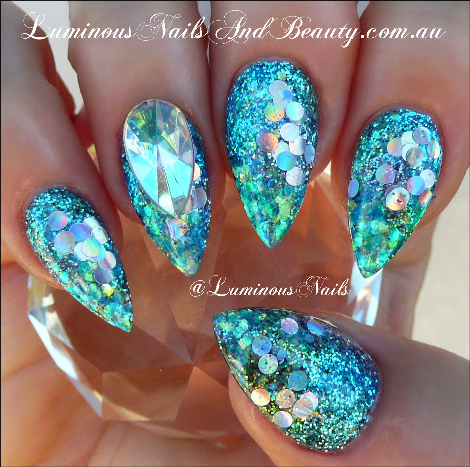 luminous nails: glittery blue acrylic nails