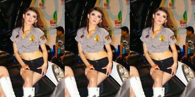 SPG Otomotif Pakai Baju Ala Polwan Tapi Terlihat Seksi