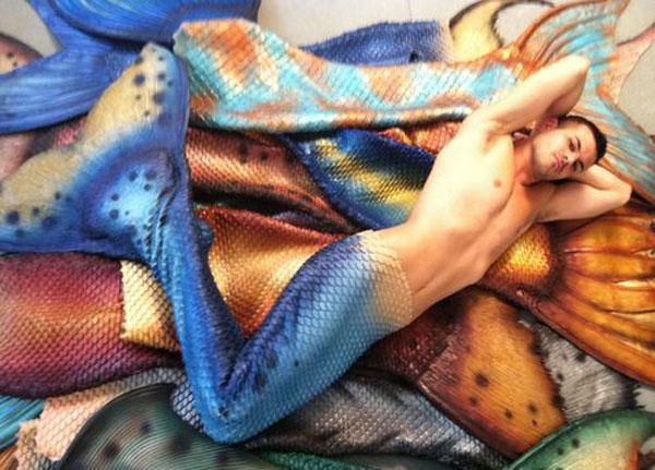 PELBAGAI gaya Ducharme sebagai ikan duyung.