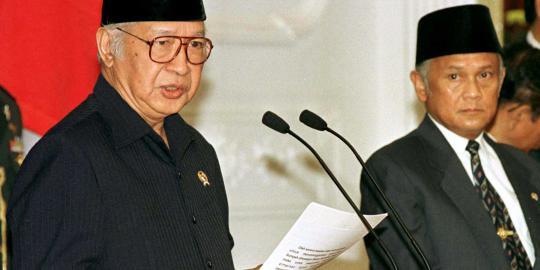 Mitos Presiden Indonesia dibalik Keraguan Peyerahan Kepemimpinan Mantan Presiden Soeharto kepada BJ Habibie
