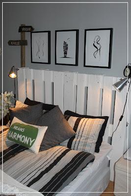 tavlor ovanför säng