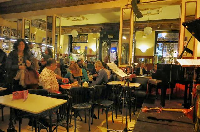 CAFÉ CENTRAL, escenario