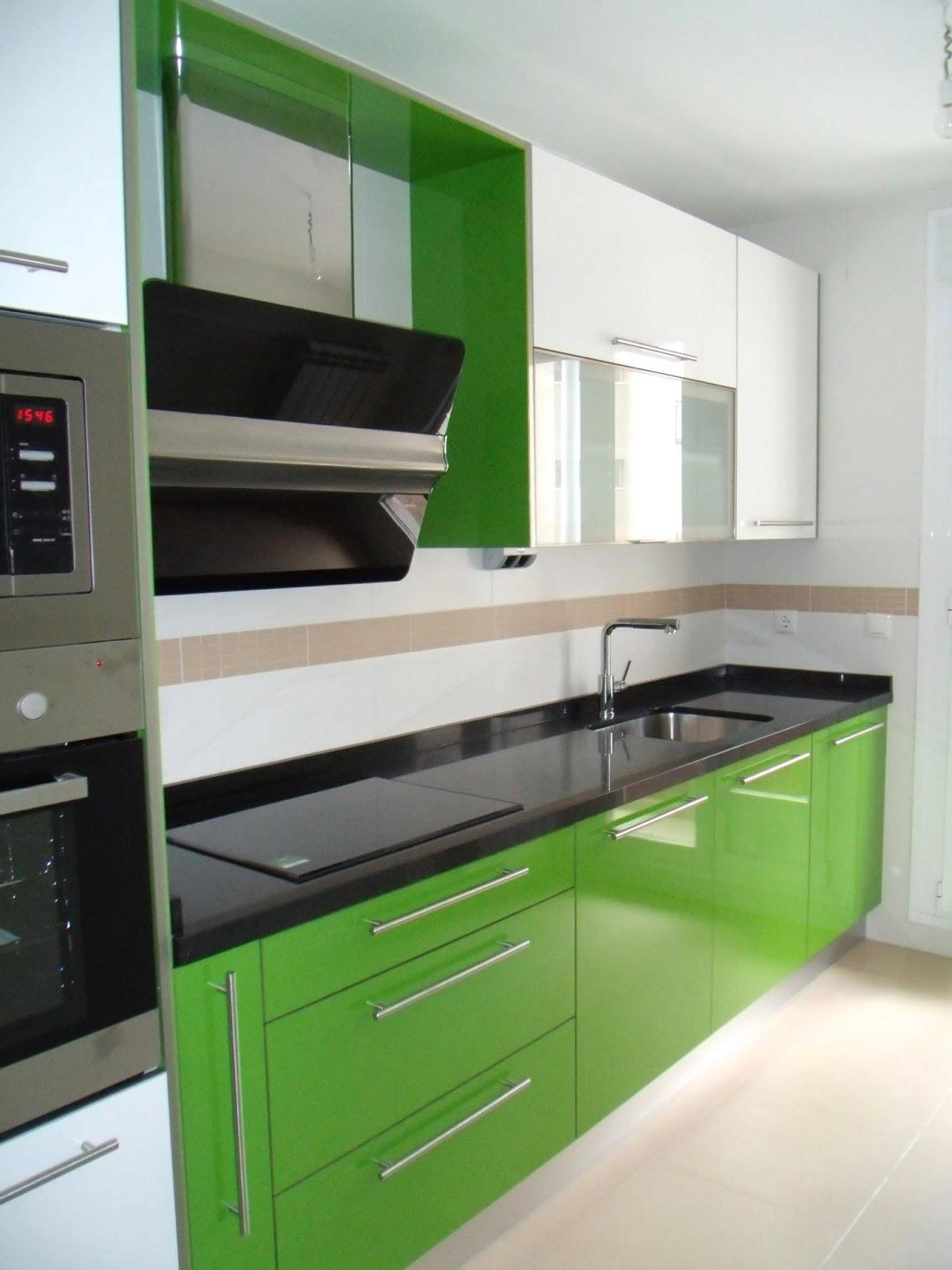 Verde que te quiero verde cocinas cjr for Cocinas de granito negro