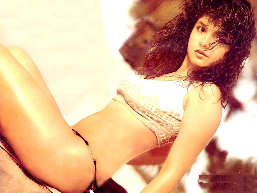 http://2.bp.blogspot.com/-vb4LDxnWkNY/TvF2jgg1cwI/AAAAAAAAHDE/a4SL8QOoNEY/s1600/Pooja_Bhatt_Bikini_Wallpapers.jpg