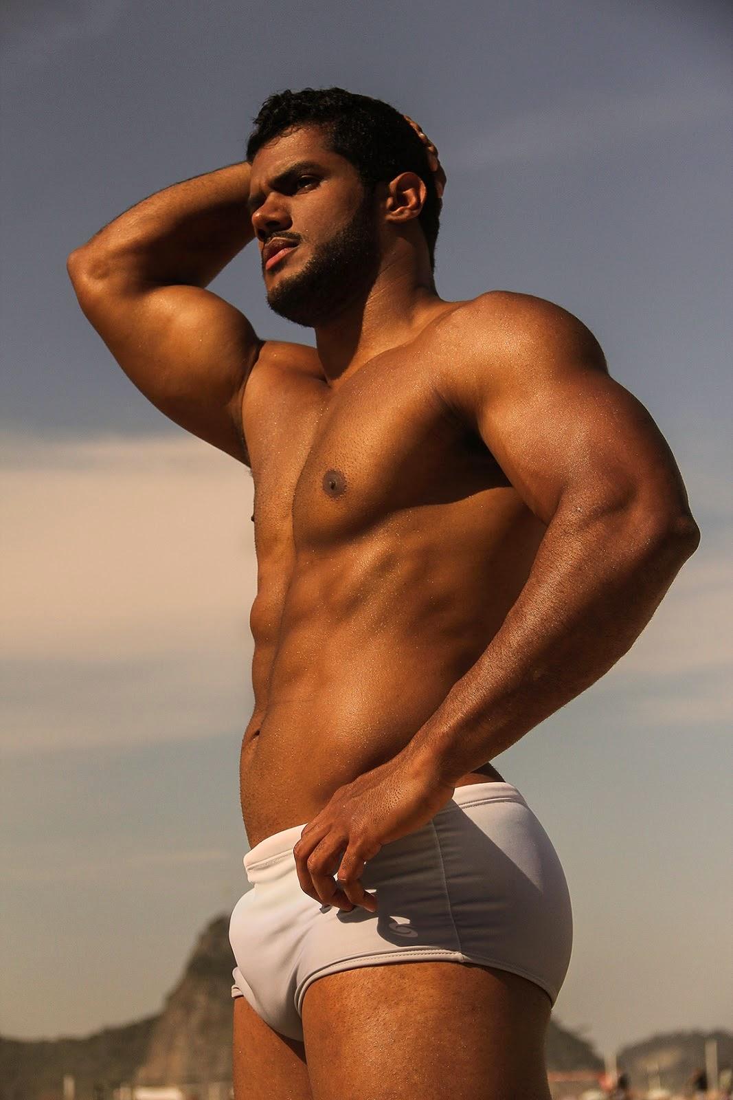 Vídeo Gay Online do Sósia do Jogador Hulk na Punheta