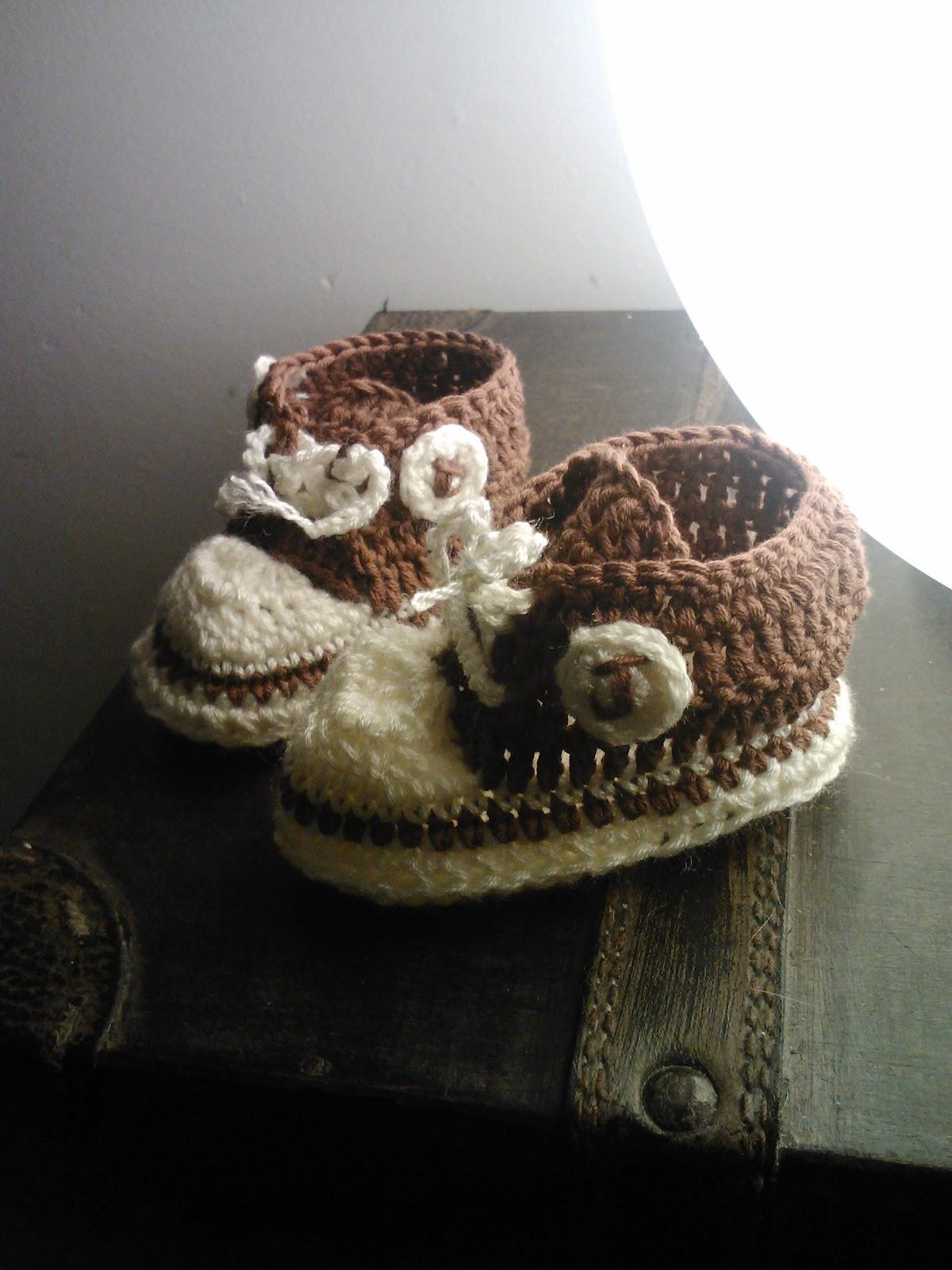 Ganchi-Yo: Cositas para mi niño. Mini colcha y zapatillas converse