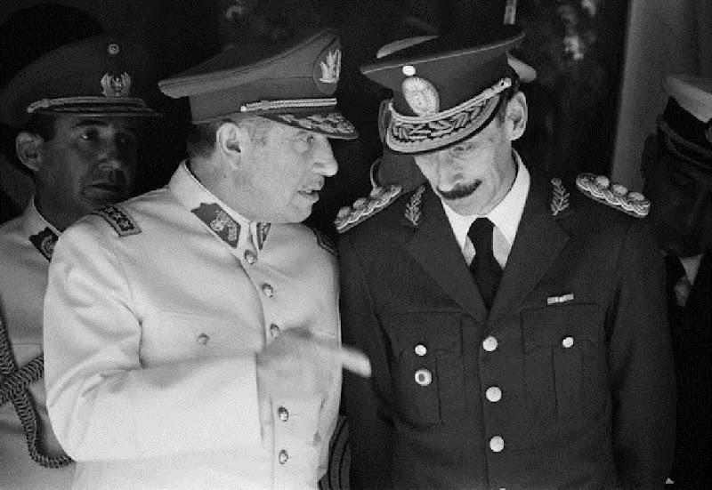 La nécrologie du forum  Pinochet-y-videla
