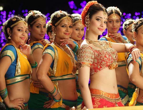 tamanna bhatia cameraman ganga tho rambabu movie stills pics1
