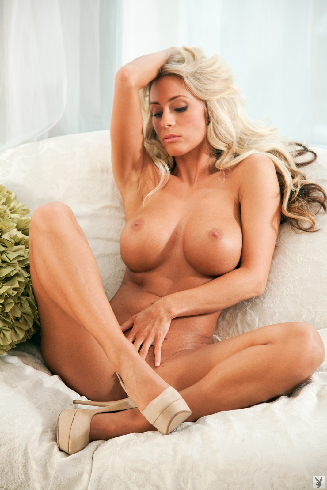 Телка с обалденными сиськами порно 6 фотография