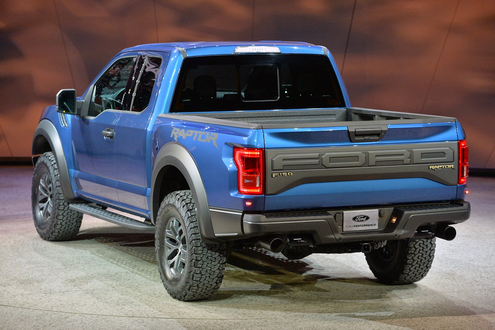 automotiveblogz ford f 150 raptor detroit 2015. Black Bedroom Furniture Sets. Home Design Ideas