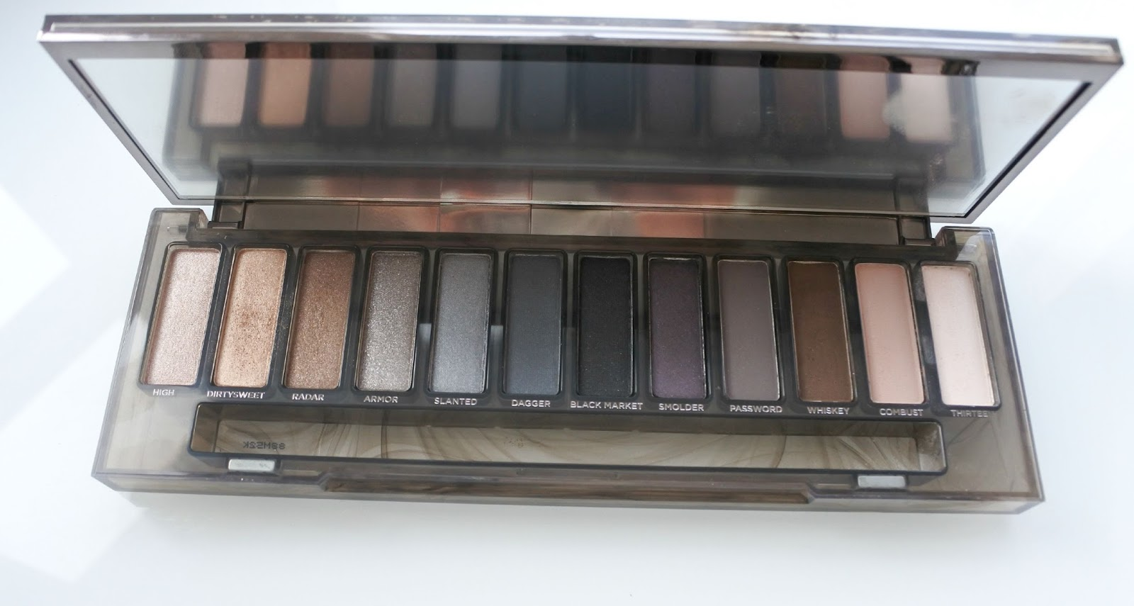 Urban Decay Naked Smoky Palette What Hayley Thinks Eyeshadow The Itself Is Made Up Of 12 Shades 4 Shimmers Satin And Mattes 9 These Are Completely Brand New Sometimes Repeated In
