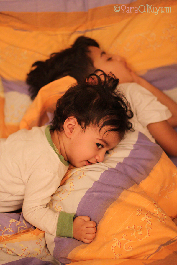 kids in sleeping on mommy's bed