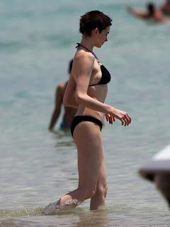 Anne Hathaway Beach, Anne Hathaway Bikini